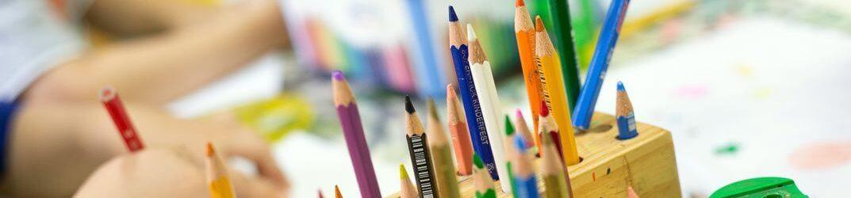 Hort für Kinder von 6-10 Jahre- Kinder im Volksschulalter-Buntstifte zum Malen